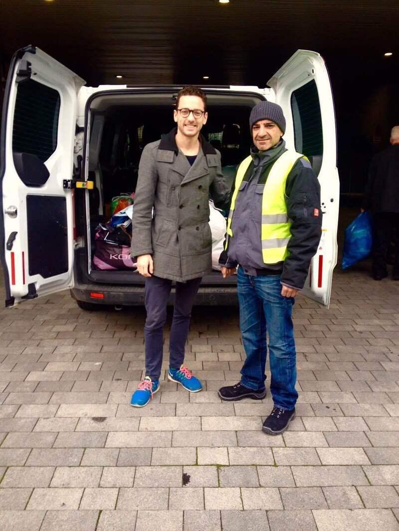diakonia helfer und uber helfer vor weißem lieferwagen mit spendensäcken, © Uber-Mitarbeiter Thomas bei Spendenübergabe