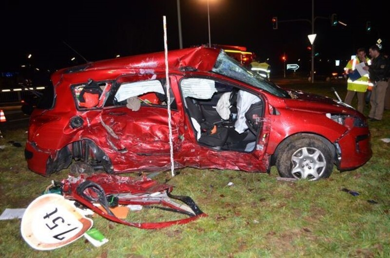© So sieht der Peugeout nach dem Unfall aus