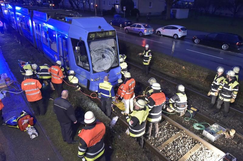 Einsatzfoto Feuerwehr Tramlinie 20 Moosach, © Foto der Berufsfeuerwehr München