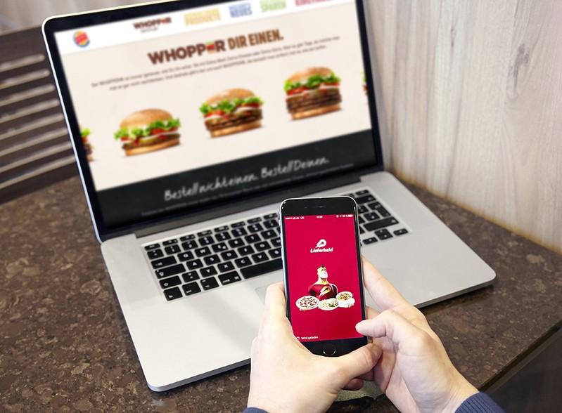 Burger King Lieferservice mit Lieferheld, © Foto: Burger King