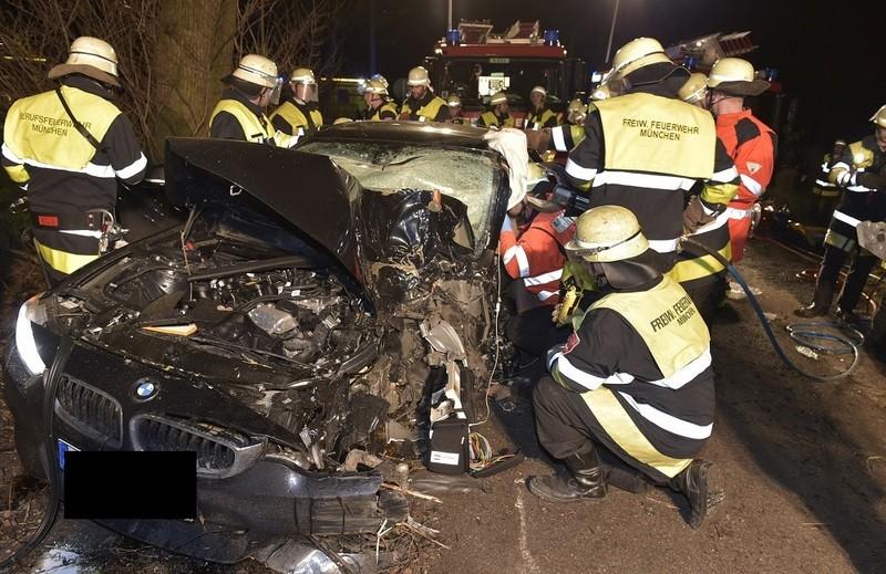 Einsatz Müllerstraße 18-Jährige in BMW eingeklemmt, © Foto der Berufsfeuerwehr München
