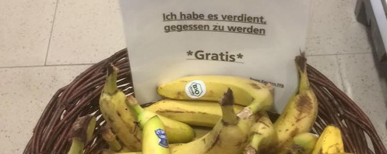rewe ffb verschenkt bananen, ©  Foto: Rewe Fürstenfeldbruck