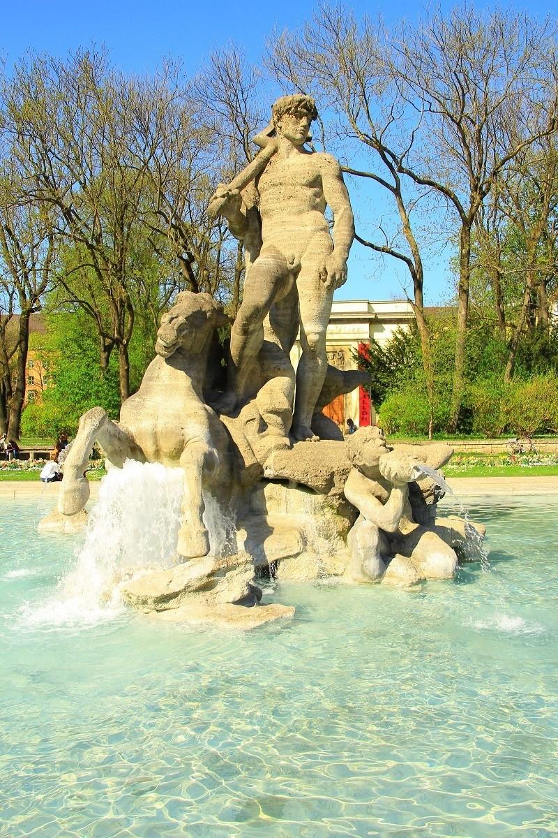 Neptunbrunnen im Alten Botanischen Garten, © Der Neptunbrunnen ist ein wahrer Ruhequell im Herzen Münchens