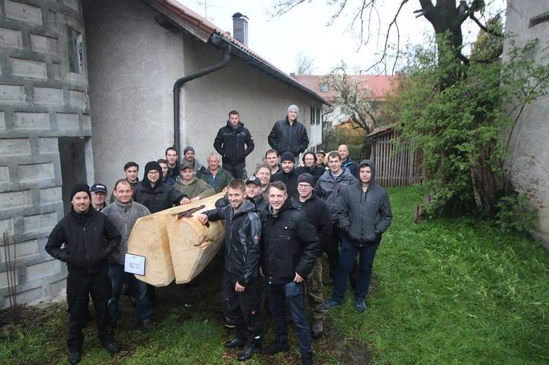 © Die stolzen Maibaumdiebe. Foto: Burschenverein Unterbrunn