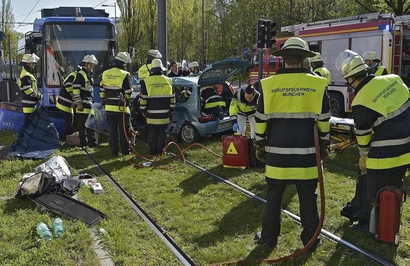 Tram-Unfall - Die Retter vor Ort, © Foto: Berufsfeuerwehr München