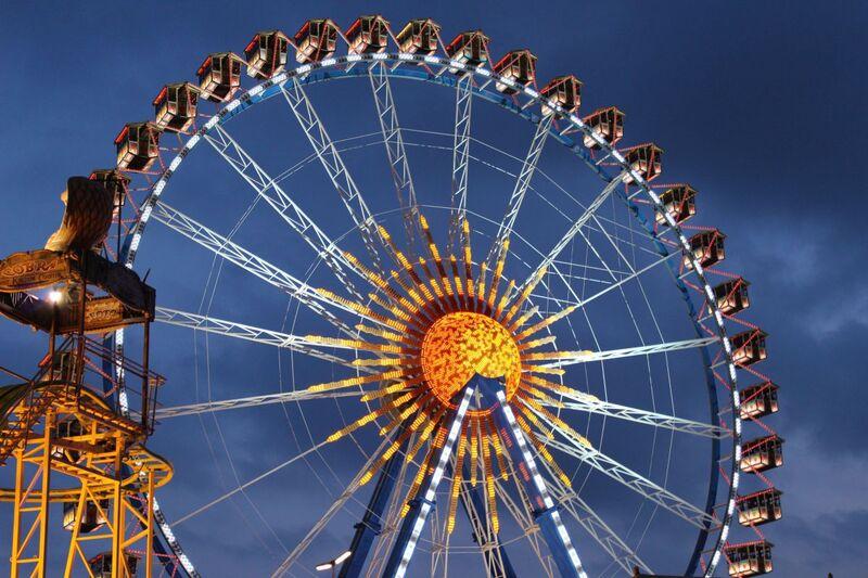 Riesenrad auf dem Oktoberfest, © Symbolbild - Foto:  Dirk Schiff/Portraitiert.de