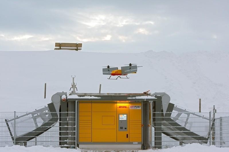 © Hier fliegt die Drohne, bzw der Paketkopter über einer Paketstation - Foto: Deutsche Post DHL