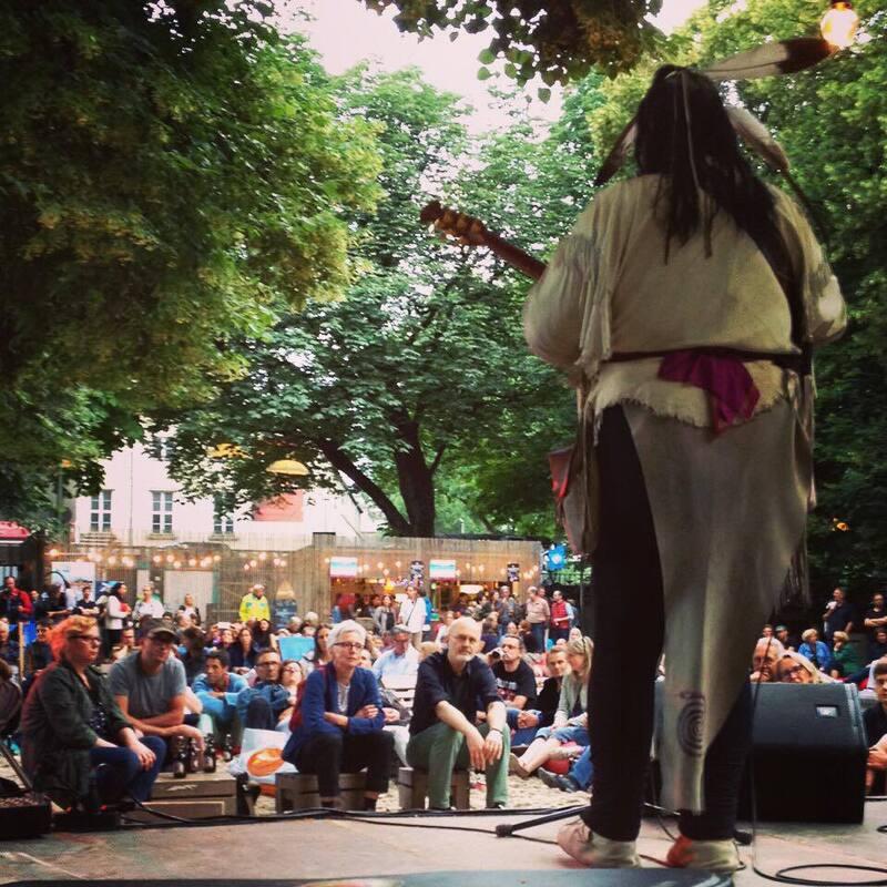 Aussicht von der Bühne des Kulturstrandes in München, Auftritt Willy Michl