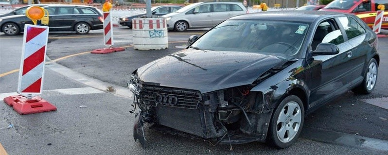 Zusammenstoß zweier Autos, © Foto: Berufsfeuerwehr München