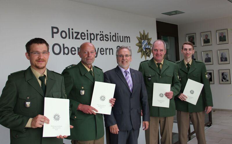 Vier Polizisten werden nach Lebensrettung geehrt, © Foto: Polizei