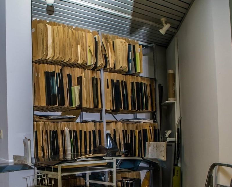 © Sogar ein ganzes Regal voller Röntgenbilder stand hier herum.