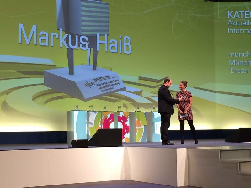 © München.tv Reporter Markus Haiß mit Moderatorin Marion Schieder bei der Preisverleihung