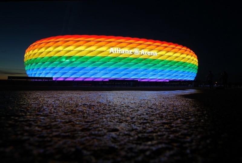 Zum CSD leuchtete die Münchner Allianz Arena in Regenbogenfarben , © FoTo: Allianz Arena/B. Ducke