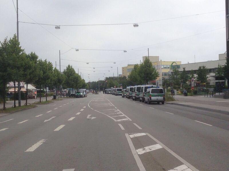 Polizeiautos in München nach der Schießerei im OEZ