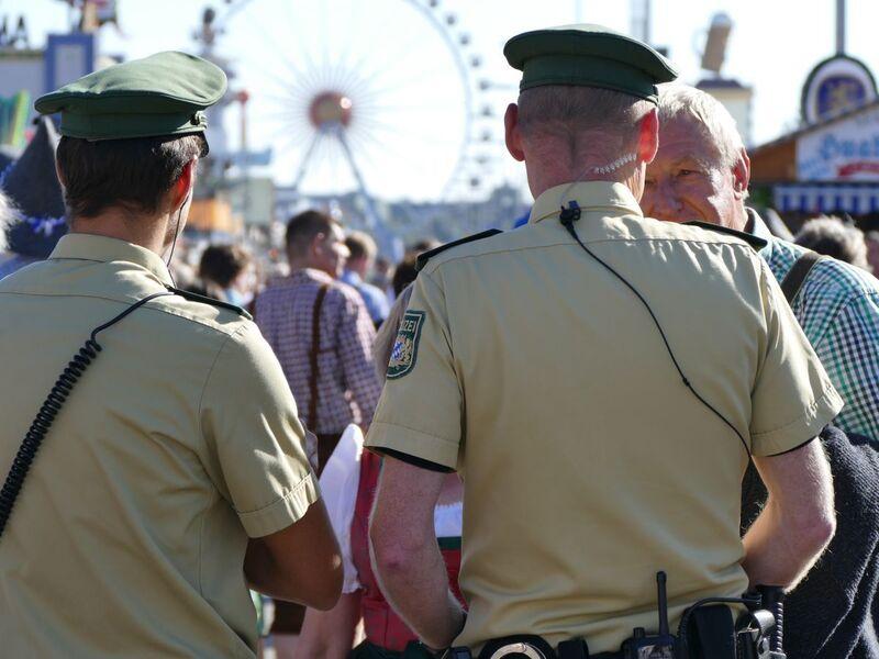 Oktoberfest: Polizeibeamte im Einsatz auf der Wiesn, © Oktoberfest: Polizeibeamte im Einsatz auf der Wiesn