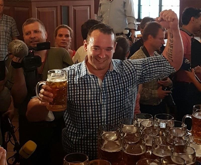 Maßkrug, Bierkrug, Weltrekord, © Matthias Völkl hat es geschafft