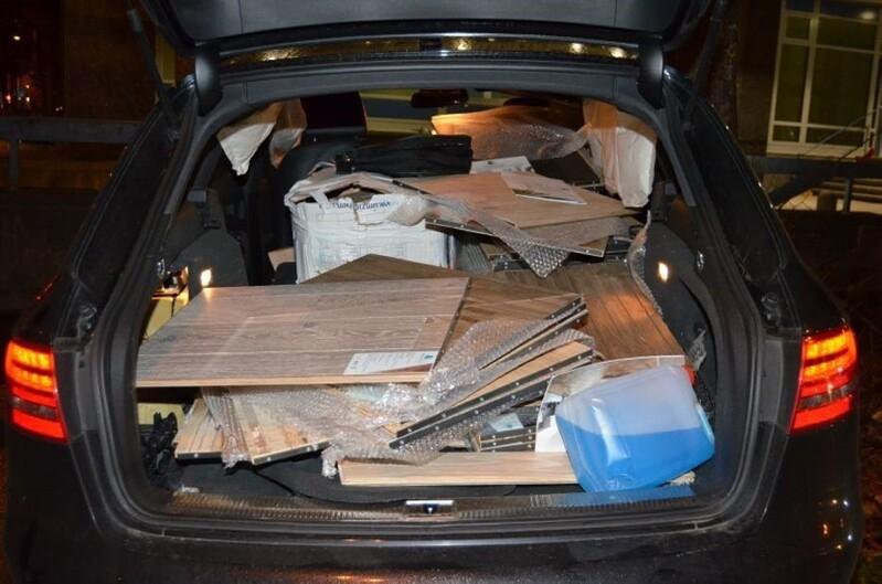 Die Parkettböden im Wageninneren wurden ebenfalls zerstört., © Foto: Polizei