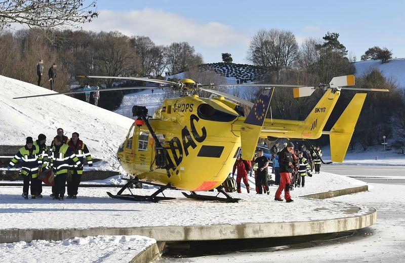 Rettungseinsatz aufgrund eingebrochener Personen am Olympiasee., © Foto: Berufsfeuerwehr München