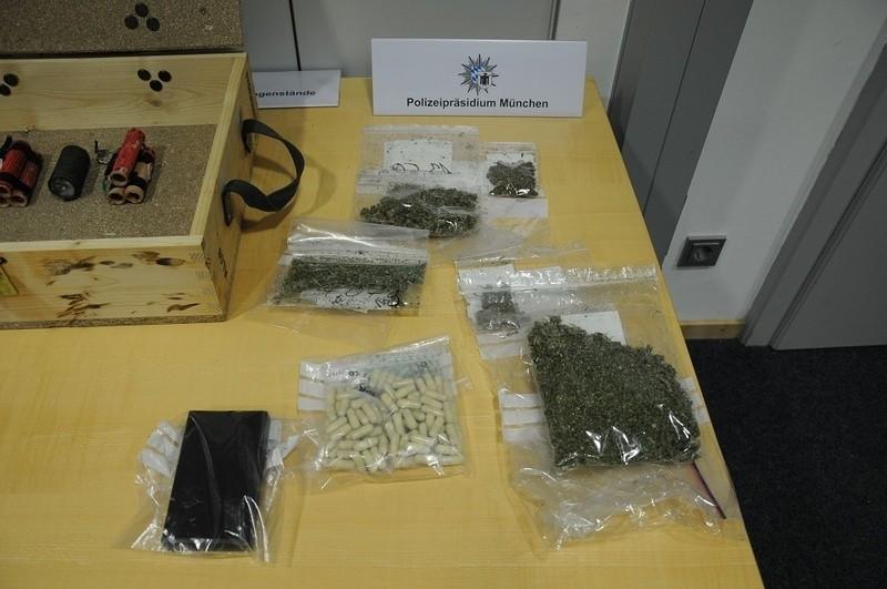 Fund bei 16-Jährigen - Polizeibider der Drogen, Waffen und Sprengvorrichtungen, © Foto: Polizei