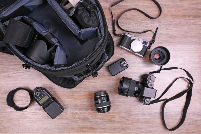 © Eine gute Kameratasche bietet ausreichend Platz für vorhandenes und zukünftiges Equipment, schützt vor Stößen und Kratzern. Foto: fotolia.de ©Africa Studio #105578057