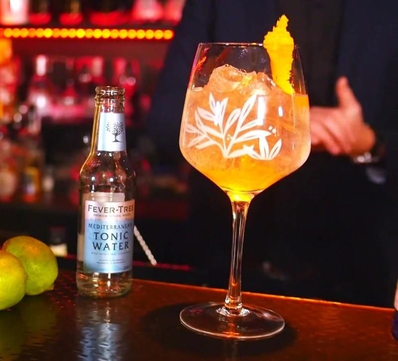 Ein frisch gemixter Triple Orange mit Gin Mare