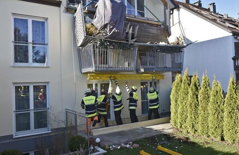 Balkon in Stettnerstraße fällt auf untere Balkone, © Foto: Berufsfeuerwehr München