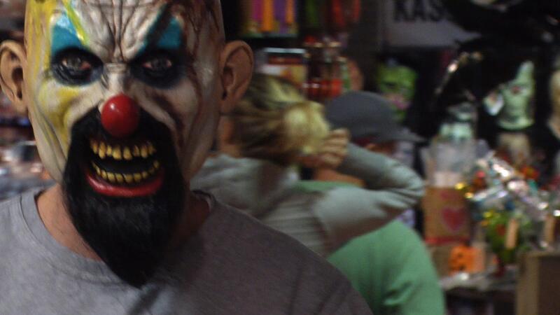 Horror-Clown, Clown, Grusel-Clown, Halloween, Angriff, Messer, Machete, © Symbolbild