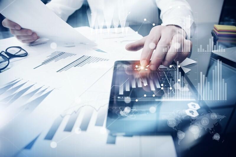 Profit der Bank, © Banken versuchen schon früh, die jungen Startups an sich zu binden und hoffen, dass sie später erfolgreich sind. Bildquelle: SFIO CRACHO – 425343229 / Shutterstock.com