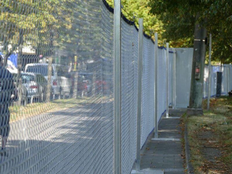 Oktoberfest - so sieht der Zaun aus, © Der Sicherheits-Zaun um die Wiesn