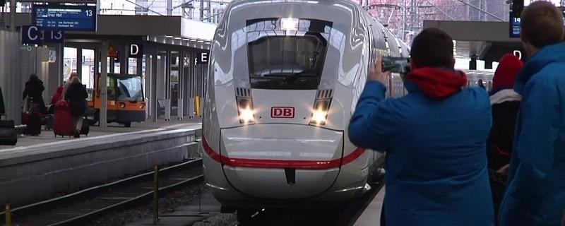 Ein neuer ICE im Münchner Hauptbahnhof