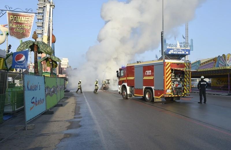 Oktoberfest 2017: Feuerwehreinsatz wegen brennender Kehrmaschine auf der Wiesn, © Foto: Berufsfeuerwehr München