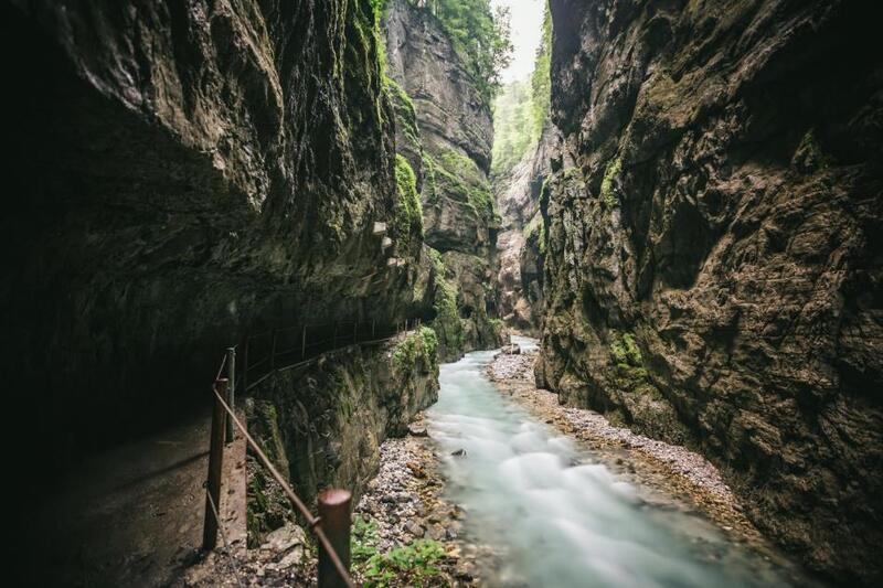 © Der Partnachklamm bei Garmisch-Partenkirchen. fotolia.de © Michael Cohn #137941220