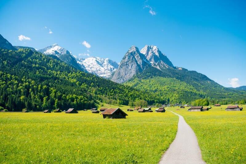 © Bergpanorama bei Garmisch Partenkirchen. fotolia.de © PictureArt #171416269