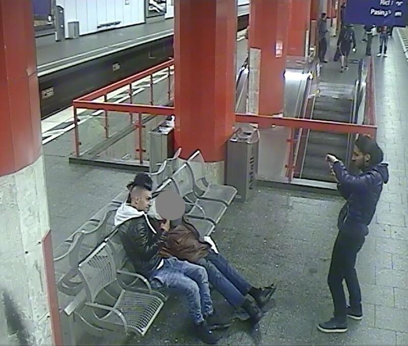 Diese zwei jungen Männer hätten beinahe einen Obdachlosen angezündet