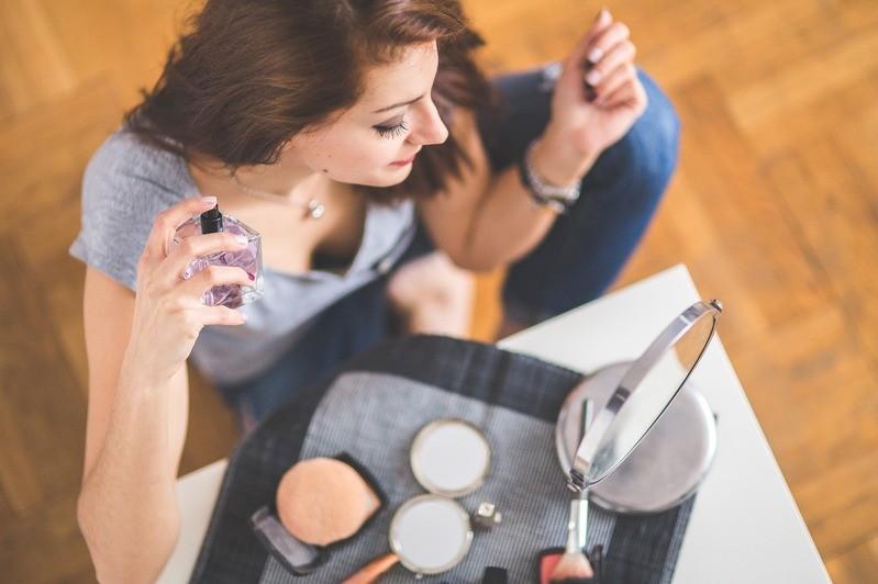 Parfum Schminken Spiegel, © Symbolfoto