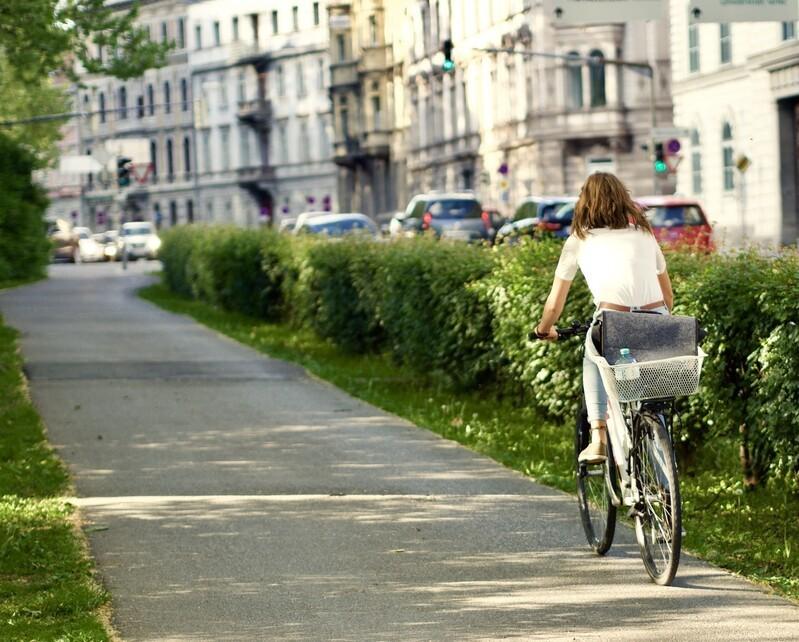 """© Fahrrad statt Auto, das ist sogar in einer Großstadt wie München vorstellbar – noch dazu, weil die Aktion """"Mit dem Rad zur Arbeit"""" auf eine bayerische Urheberschaft blicken kann. fotolia.com © Richtsteiger"""