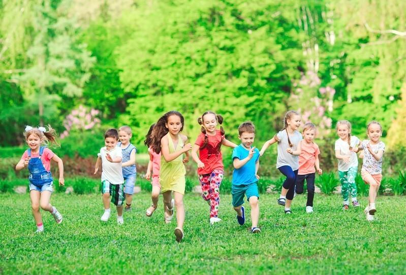 © Bewegung gehört für Kinder ganz selbstverständlich zum Alltag dazu. Verschiedene Projekte arbeiten deshalb daran, diese Selbstverständlichkeit über Kindergarten- und Schulzeit hinaus zu bewahren. fotolia.com © davit85