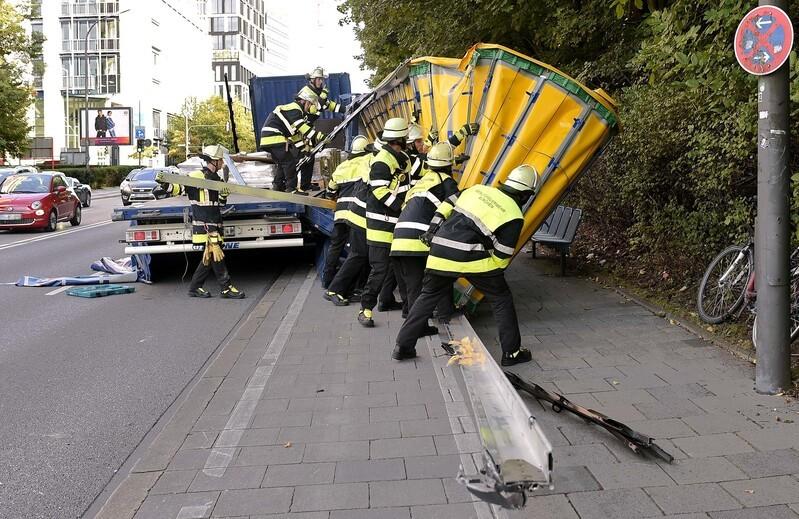 LKW-Unfall in Unterführung auf Rosenheimer Straße, © Foto der Berufsfeuerwehr München