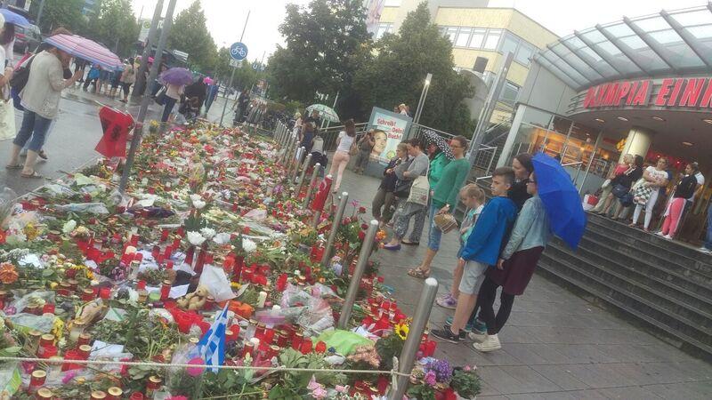 Amoklauf München OEZ Blumen Kerzen Trauer, © Symbolbild
