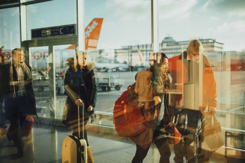 Flughafen, © Wer sich für eine Flugreise entscheidet, sollte die Anreise zum Flughafen gut durchdacht planen, damit nicht kurz vor der ersehnten Auszeit Stress aufkommt. pixabay.com © Free-Photos (CC0 Public Domain)