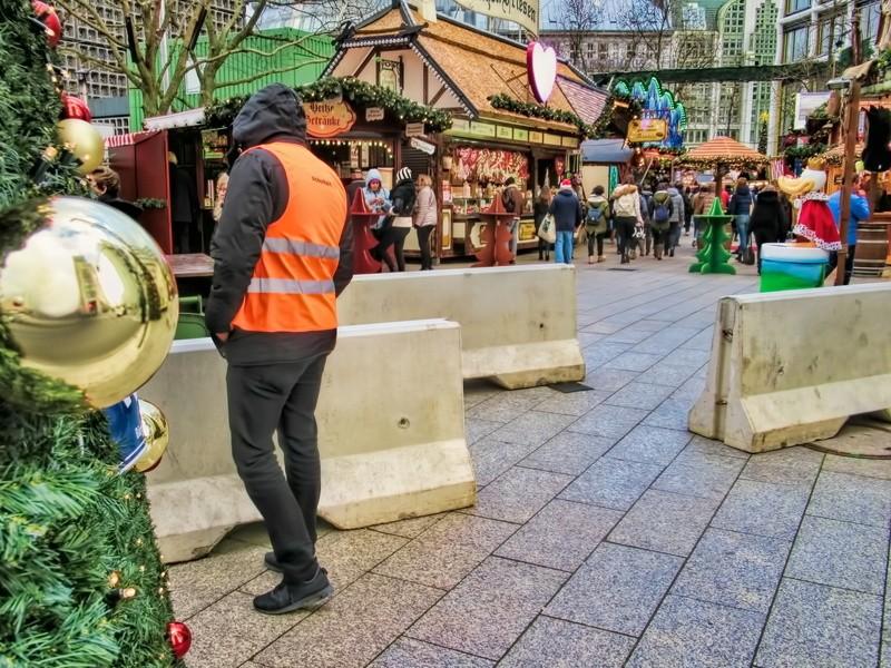 © Die Betonpoller sind nur der sichtbare Bereich der– die Städte tun deutlich mehr, um die Sicherheit zu erhöhen. Fotolia.com: ArTo