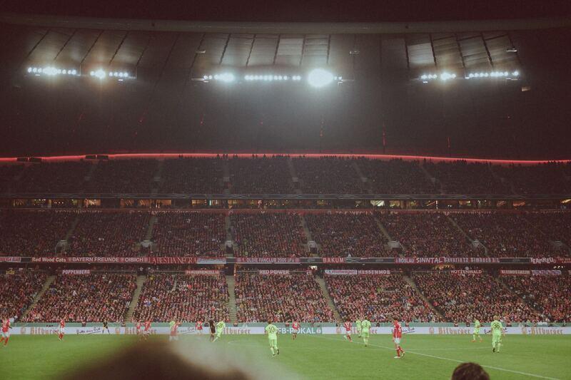 © Damit in der Allianz Arena weiterhin attraktiver und erfolgreicher Fußball geboten wird, laufen die Kaderplanungen derzeit auf Hochtouren. - unsplash.com © Tobias Zils