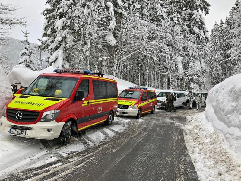 Die Münchner Feuerwehr hilft in den zugeschneiten Krisengebieten im Umland, © Foto: Berufsfeuerwehr München
