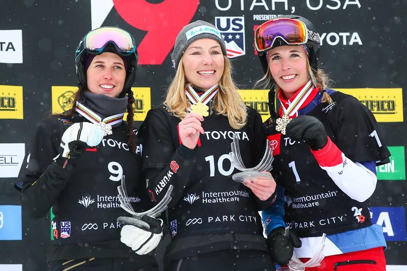 Selina Jörg mit der Goldmedaille, © © FIS Snowboard
