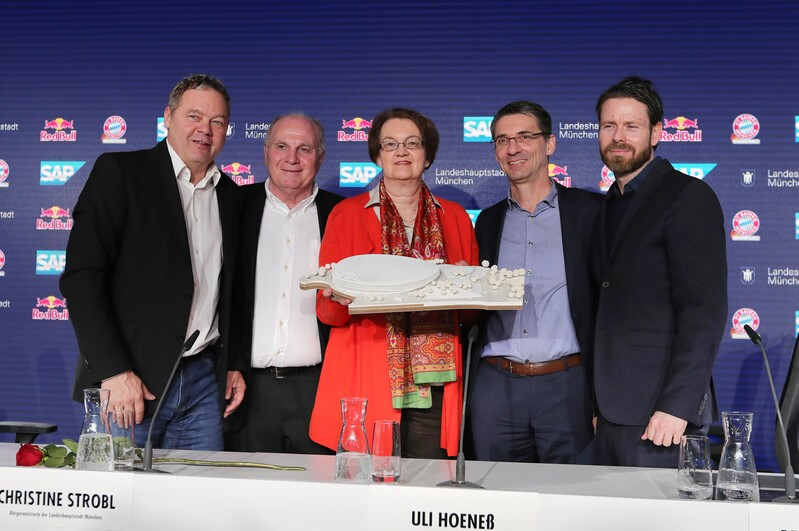 Christian Schluder von Red Bull, FC Bayern-Präsident, Bürgermeisterin Christine Strobl, SAP-Vorstand Bernd Leukert und Architekt Jan Ammundsen, © GEPA pictures/ Marcel Engelbrecht