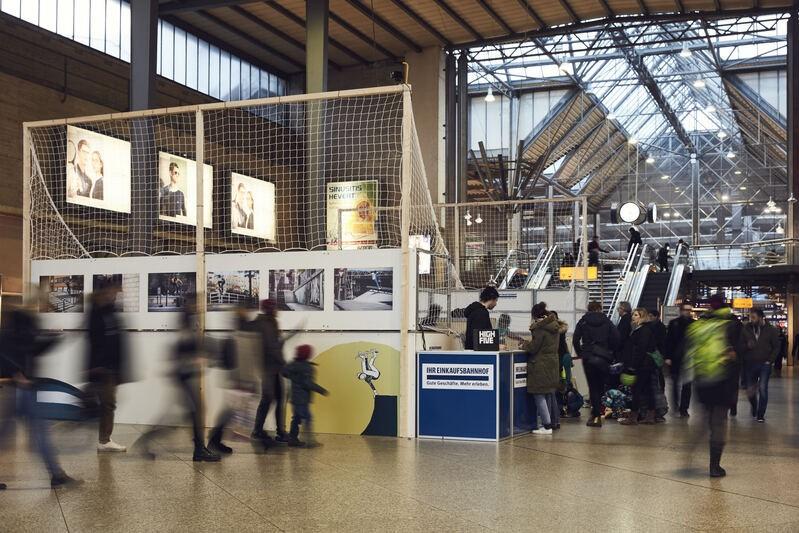 Miniramp in der Schalterhalle im Münchner Hauptbahnhof
