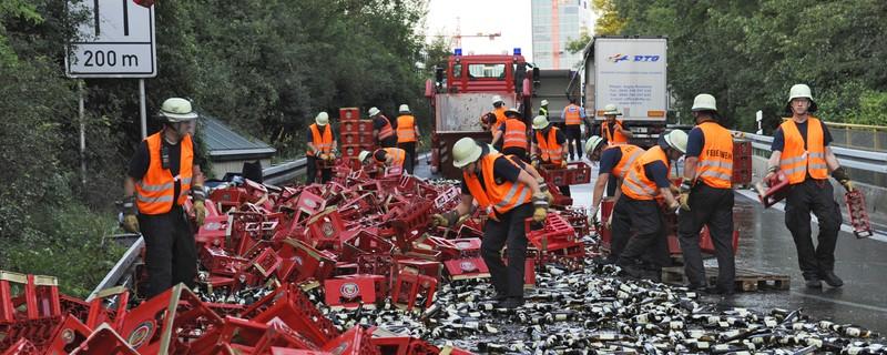 Oktoberfest-Bier vom Laster gefallen Unfall