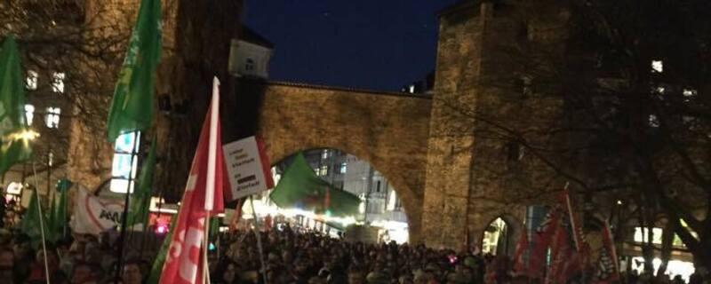 demonstrationen muenchen ist bunt bagida am sendlinger tor (11).jpg