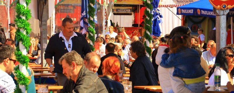 Biergarten auf dem Frühlingsfest, © Im Biergarten können Sie sich vom vielen Fahren erholen