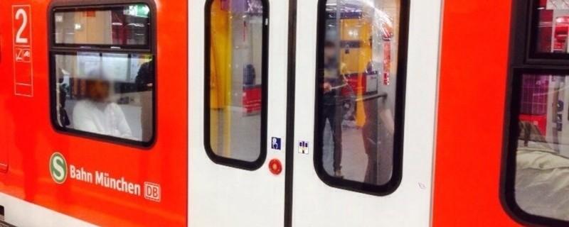 Beschädigte Fensterscheibe in S-Bahn München, © Beschädigte Fensterscheibe in S-Bahn München: Bundespolizeiinspektion München